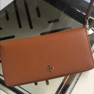 Tory Burch Perry Passport Continental Wallet
